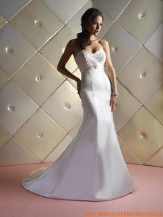 Schlichtes und elegantes Brautkleid aus Satin A-Linie mit Applikation kaufen online