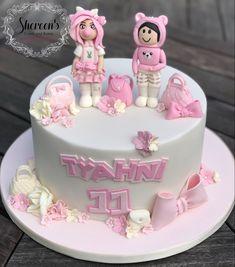 Roblox Birthday Cake, Roblox Cake, 10 Birthday Cake, 10th Birthday Parties, Birthday Ideas, Novelty Cakes, Girl Cakes, Cake Creations, Party Cakes