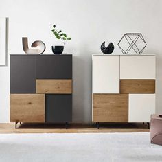 The Incontro sideboard system offers many opening combinations; hinged doors, bottom-hung doors or drawers are available as shown in the photo. The sideboard can stand directly on the floor with transparent methacrylate feet. Living Room Furniture, Living Room Decor, Living Room Remodel, Modular Furniture, Furniture Design, Interior Design Living Room, Living Room Designs, Sideboard Modern, Credenza