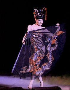 Dita Von Teese Burlesque | Beyond Burlesque: Dita Von Teese at the Gentry de Paris Revue | Paris ...
