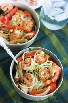 6. Cajun Garlic Shrimp Noodle Bowls #paleo #lunch #recipes http://greatist.com/eat/paleo-lunch-recipes