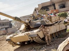 Well deserved bit of rest for this battered but alive & kicking Iraqi Abrams MBT in Mosul. Army Vehicles, Armored Vehicles, M1 Abrams, Iraqi Army, Battle Tank, Military Photos, Modern Warfare, Us Army, Panzer