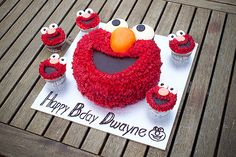 elmo cake & cupcakes - Airlie would be in heaven! Elmo Cupcakes, Elmo Cake, Cupcake Cakes, Cupcake Recipes, Elmo Birthday, First Birthday Cakes, 1st Birthday Parties, Birthday Ideas, Sesame Street Party