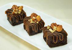 Endulcemos estos días lluviosos con un rico brownie, ¿se te anoja? pues ahora imagina ponerle un toque de cajeta mmmmm…  Con la cajeta horneable ARIS® tienes la gran posibilidad de combinar tus postres favoritos y otorgarles un dulce sabor.  #bakery #pasteleria #brownies #kokoa #cajeta #brown #dessert #bread #delicious