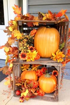 DIY crafts to decorate your home for fall on a budget - LOVE this ideas for the front porch!  #decor #home #decoration #DIY Fall Home Decor, Autumn Home, Autumn Fall, Front Porch Fall Decor, Fall Porches, Fall Decor Outdoor, Dyi Fall Decor, Front Porch Decorating For Fall, Seasonal Decor