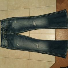 These are silver Jeans. They are size 27. The style is twisted ...