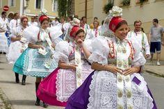VITAJTE NA PODLUŽÍ - Fotoalbum - kroje - kopaniciar_amfik_web Folk Costume, Costumes, Picnic Blanket, Outdoor Blanket, European Countries, Czech Republic, Ethnic, Sari, Fashion Trends