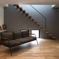 Discover recipes, home ideas, style inspiration and other ideas to try. Small Space Stairs, Small Spaces, Steel Stairs, Loft Interior Design, Loft Interiors, Banisters, Staircase Design, Cozy House, Architecture Details