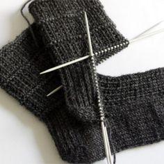 Easy sock knitting pattern for men