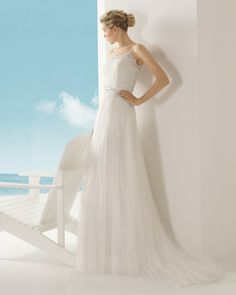 Beaded silk tulle lace bridal gown. Vinaroz Rosa Clará Soft 2016 Collection