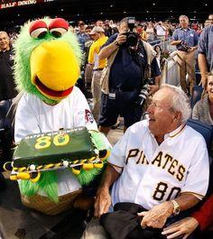 GOLF GREATS FUN - ARNOLD PALMER B-DAY REMEMBERED AT MLB PHILLIES GAME - 80TH CAKE!