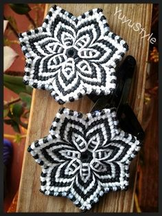Yuyu Style _ Macramé and Macrame Earrings, Macrame Jewelry, Macrame Bracelets, Diy Jewelry, Macrame Projects, Crochet Projects, Hemp Bracelet Patterns, Macrame Dress, Fiber Art