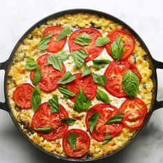 Caprese Mac 'n' Cheese -You can find Mac and more on our website.Caprese Mac 'n' Cheese - Cheese Recipes, Pizza Recipes, Chicken Recipes, Recipe Chicken, Vegetarian Recipes, Pesto Chicken, Pesto Pasta, Small Tomatoes, Macaron