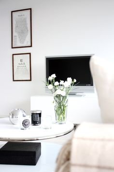 LOVE this coffee table! white #home For guide + advice on lifestyle, visit www.thatdiary.com