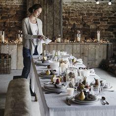 świąteczny stół w rustykalnej kuchni z bielonym drewnem - Lovingit.pl
