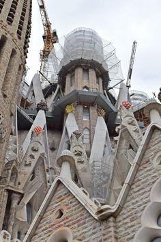 La Sagrada Familia, Arq. Antoni Gaudi, Barcelona, España. Barcelona Sights, Antonio Gaudi, Church Architecture, Beautiful Buildings, Adventure Awaits, Wanderlust Travel, World Heritage Sites, Barcelona Cathedral, City Life