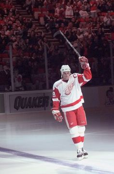 Steve Yzerman received a warm welcome from the crowd at the Detroit Red Wings' home opener against Buffalo. The Wings won 2-0. (The Detroit News/David Guralnick)