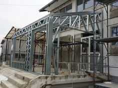 Portfolio of The Lightweight Steel Structures Factory - UnicRotarex®. Steel houses and industrial buildings done by our technology in the entire world. Construction Container, Steel Frame Construction, Steel Frame House, Steel House, Metal Stud Framing, Window Grill Design, Architectural Engineering, Cove Lighting, Still Frame