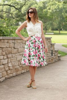 Be bold and mix your favorite summer prints! So cute for Spring/Summer engagement session.