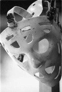 Tony Esposito's mask Hockey Goalie, Hockey Players, Montreal Canadiens, Nhl, Goalie Mask, Hockey Stuff, Sport Inspiration, Chicago Blackhawks, Black And White Pictures