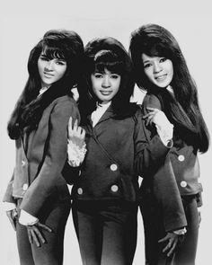 Image from https://upload.wikimedia.org/wikipedia/commons/e/e7/The_Ronettes_1966.JPG.