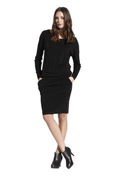 Faylinn jersey dress. Køb den på http://www.blackswanfashion.dk/ Faylinn jersey dress. Buy it on http://www.blackswanfashion.com/#blackdress #littleblackdress #loosefitteddress #elasticwaistbanddress #comfydress #perfectdress #viscosedress #elasthanedress #sweatdress #minimalisticdress #classicaldress #simpledress #chicdress #gorgeousdress #stylishdress #femininedress #comfydress #abovekneelenghtdress #relaxdress #cosydress #pocketdress #longsleeveddress #roundneckdress