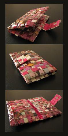 Billeteras realizadas con reciclado de revistas.En distintos tonos. Forradas en su interior con cuerina