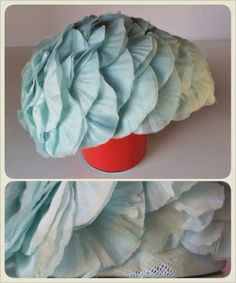 """* VINTAGE FLOWER HAT *  inner circumference: 54,5 cm - 21,5"""" height: about 12,5 cm - 5""""  sweet aquamarine hat totally hand-sewn, with plisset voile flowers on nylon mesh base, made in Italy """"Modello"""" original label some flowers are slightly wrinkled since I bought it (it was crushed!) but can be easily adjusted. is almost perfect, only because there is a worn-out area at back bottom (and only at this point). but if you can move some flowers it will disappear! 35 € plus p&p"""