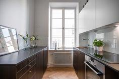 Grevgatan 47, 2 Tr | Per Jansson fastighetsf�rmedling Kitchen Cabinets, Home Decor, Decoration Home, Room Decor, Kitchen Cupboards, Interior Design, Home Interiors, Kitchen Shelves, Interior Decorating
