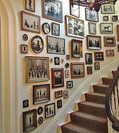 The Most Beautiful Foyers in Vogue-Photos A collection of silhouettes provides the decor in the stair hall of Charleston's Mikell House, home to Southern Charm's Patricia Altschul. Hall Decoration Ideas –Boxwood Eucalyptus CottonA beautiful addition to t Decoration Hall, Staircase Decoration, Stairway Decorating, Stair Wall Decor, Green Wall Decor, Beautiful Decoration, Decorations, Diy Wall, Interior Decorating