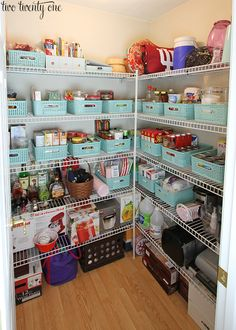 The perfect pantry is both functional, and beautiful. Check out these 10 pretty pantry organization ideas to inspire your next pantry makeover! Organisation Hacks, Small Pantry Organization, Kitchen Cabinet Organization, Pantry Storage, Kitchen Organization, Organized Pantry, Pantry Ideas, Wire Shelving Pantry, Kitchen Storage