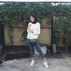 Ootd Street Hijab Fashion, Hipster Fashion, Ootd Fashion, Fashion Outfits, Casual Hijab Outfit, Ootd Hijab, Hijab Chic, Everyday Casual Outfits, Hijab Fashion Inspiration