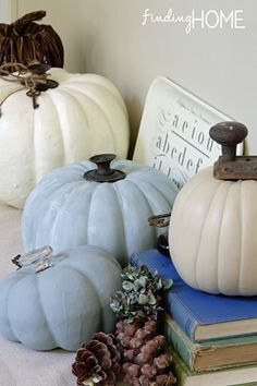 Vintage style doorknob pumpkins. So cute and easy to make! Love this idea on fall decorations