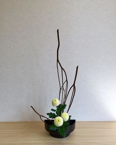 Tateru-katachi (Rising Form) Mitsumata Ping-pong chrysanthemum A beautiful arrangement by one of my online Ikebana students. She actually lives in Tokyo and came up to Hanamaki for the weekend and took a couple of classes with me. She did a beautiful job. たてる型 ミツマタ ピンポン菊 オンラインいけばなの生徒の作品です。東京に住んでて、週末に花巻に来ました。一緒に勉強しました。キレイな作品ができました。 For more information about online Ikebana lessons, please visit stephencoler.com. If you are interested in taking lessons with me, please message me. オンラインいけば...