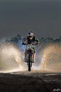 Red bull x-games♡ motocross supercross enduro dirtbikes offroad harley gear motorcycle supermoto yamaha biker cafe racer street bike sport bike ride helmet crazy good times laugh enjoy Motocross Love, Motocross Girls, Enduro Motocross, Motocross Action, Enduro Motorcycle, Cool Dirt Bikes, Dirt Bike Gear, Ktm Dirt Bikes, Dirt Biking