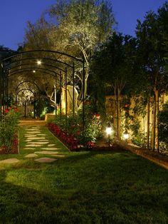 Home Decor Mediterranean Landscape. 庭のインテリアコーディネイト実例