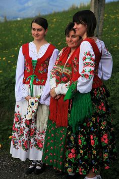 Mother and Daughters at the Boze Cialo, Koscielisko by peace-on-earth.org, via Flickr