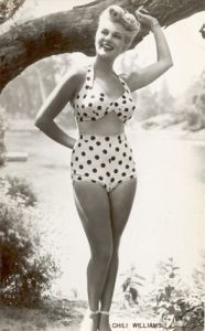 Pin Up Chili Williams In Polka Dot Swimwear. Vintage Bathing Suits, Vintage Bikini, Vintage Swimsuits, Vintage Lingerie, Mode Vintage, Vintage Girls, Bikini Sets, Vintage Outfits, Actrices Hollywood