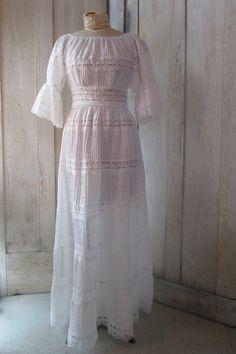 Women's Vintage 1970's Perfect White Lace Mexicana Style Maxi White Dress Wedding Bridal Size S/M