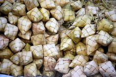 Puso  A delicacy from Cebu. It is rice wrapped in coconut leaves shaped like a diamond. The rice gets a nice taste and it really sticks well together, making it easy to eat with your fingers. It goes great with barbecue and the famous grilled piglet (pechon) from Cebu!