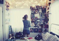 Fotos i llumenetes per a decorar una habitació.