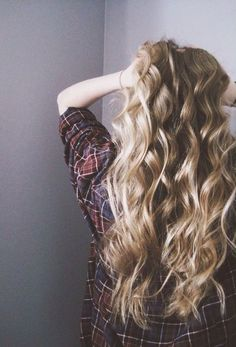 long curly hairstyle | blonde | girls | boho | beautiful | hairdo | flat irons | wands