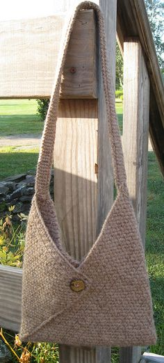 Masa Bag-knitted version * Instructions are for the crocheted version, but the knitted would be very easy. The trick is in the folding. Loom Knitting, Knitting Patterns Free, Crochet Patterns, Crochet Handbags, Crochet Purses, Crochet Bags, Knitting Projects, Crochet Projects, Corn Bags