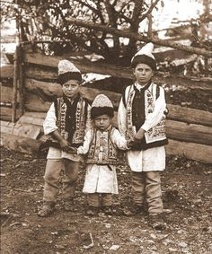 Romania - old photos Romanian traditional folk costume Vintage Photographs, Vintage Photos, My Heritage, Beautiful Children, World Cultures, Old Photos, The Good Old Days, Costumes, Folk Costume