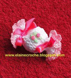 Elaine Croche Next Gifts, Doll Clothes, Crochet Hats, Dolls, Christmas Ornaments, Holiday Decor, Refrigerator Magnets, Crochet Purses, Top Coat