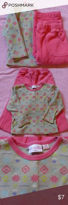 Thermal and fleece set Grey thermal long sleeved tee with coordinating fleece pocketed sweat pants in Size 18 months. Great day outfit this Winter. Good condition with minor signs of wear. Pink is a coral pink. Kids Korner Baby Matching Sets