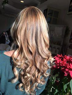 Spotted...in salone! Our style...only Degradé Joelle! #cdj #degradejoelle #tagliopuntearia #degradé #dettaglidistile #welovecdj #clientefelice #beautifulhair #naturalshades #hair #hairstyle #hairstyles #haircolour #haircut #fashion #longhair #style #hairfashion