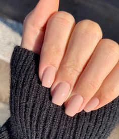 Makeuphall: The Internet`s best makeup, fashion and beauty pics are here. Acrylic Nails Coffin Short, Best Acrylic Nails, Acrylic Nail Designs, Coffin Nails, Short Rounded Acrylic Nails, Acrylic Nail Shapes, Blush Pink Nails, Nude Nails, Pink Nail Colors