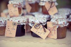 Cadeaux invités - My Wedding Thing - http://www.myweddingthing.com/mariage-vintage-et-esprit-recup/