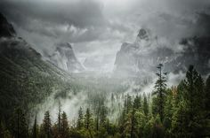 The Storm at Tunnel View Yosemite Valley (OC) [6007 x 3987]